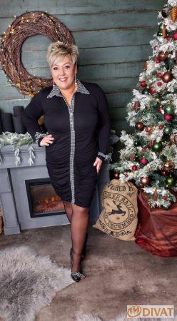 Fashion by NONO - Rendy fekete-pöttyös ruha kövekkel díszítve