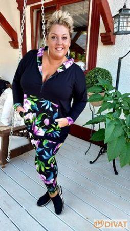 Fashion by NONO - Fekete-virágmintás, kapucnis, zsebes felső
